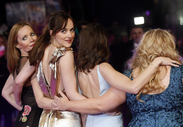 """Cast members Leslie Mann (L) and Dakota Johnson (2nd L) look over their shoulder as they pose with Alison Brie and Rebel Wilson (R) for photographers at the European premiere of the film """"How to be Single"""" in London, Britain February 9, 2016. (Photo by Neil Hall/Reuters)"""