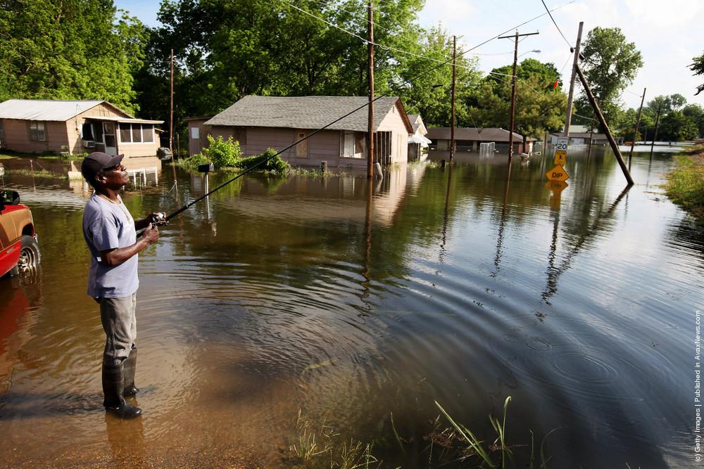 Mississippi River Flooding Threatens Vicksburg, MS