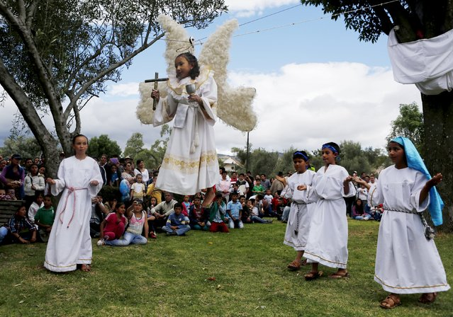 """Actors take part in a """"Via Crucis"""" procession during Holy Week in Sachica province, Boyaca, Colombia April 3, 2015. (Photo by John Vizcaino/Reuters)"""