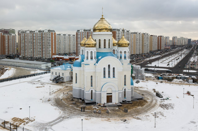 The Church of the Intercession under construction next to new housing developments in the neighbourhood of Nekrasovka, southeastern Moscow, Russia on February 5, 2020. (Photo by Mikhail Japaridze/TASS)