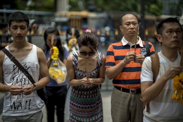 People pray at the Erawan shrine, the site of recent deadly blast, in central Bangkok, Thailand, September 3, 2015. (Photo by Athit Perawongmetha/Reuters)