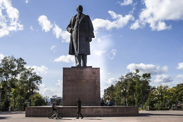"In this photo taken on Sunday, October 1, 2017, a statue of Vladimir Lenin stands in the central square in Yuzhno-Sakhalinsk, Sakhalin Island in Russia's Far East. The thousands of statues of Vladimir Lenin spread across the vast region bring to mind poet Vladimir Mayakovsky's ringing line of devotion: ""Lenin lived, Lenin lives, Lenin will live"". (Photo by Alexander Zemlianichenko Jr./AP Photo)"