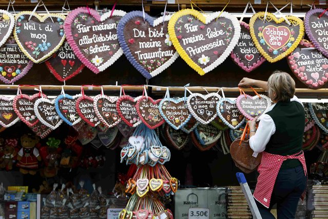 A vendor arranges gingerbreads before the opening of the 182nd Oktoberfest in Munich, Germany, September 19, 2015. (Photo by Michaela Rehle/Reuters)