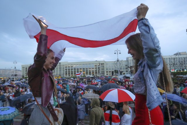 Belarusian opposition supporters gather at Independence Square in Minsk, Belarus, Wednesday, August 26, 2020. Protests demanding the resignation of Belarus' authoritarian President Alexander Lukashenko have entered their 18th straight day on Wednesday. (Photo by Sergei Grits/AP Photo)