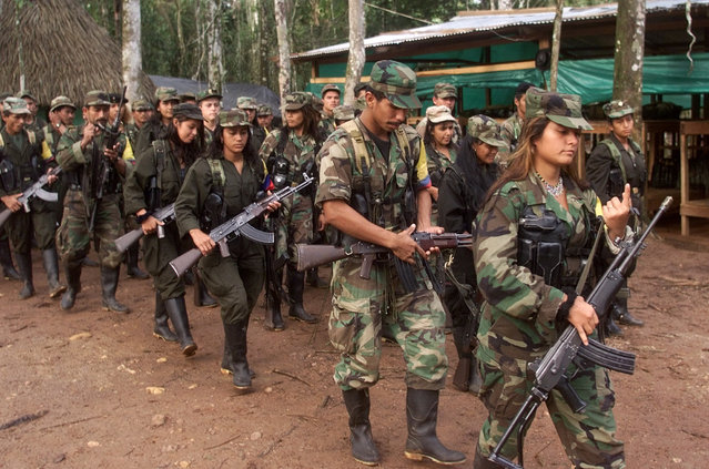 Marxist FARC rebels march through a guerrilla camp deep in the jungles of southern Colombia, June 22, 2001. (Photo by Reuters/Stringer)