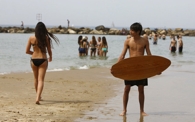 Israelis enjoy good weather on a beach in Tel Aviv, on March 15, 2013. In Israel everything becomes warmer, and this Friday temperature rose to 33 degrees Celsius. (Photo by Nir Elias/Reuters)