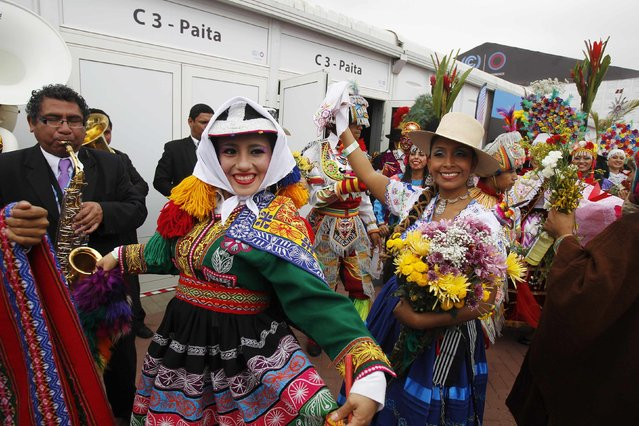 Women dressed in Andean traditional clothes dance outside the opening of the High Level Segment of the U.N. Climate Change Conference COP 20 in Lima December 9, 2014. The two-week long United Nations climate summit opened on December 1 in Lima, with experts and analysts from around the world gathering to discuss melting glaciers and extreme weather patterns. (Photo by Enrique Castro-Mendivil/Reuters)