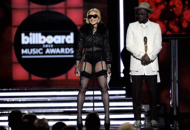 Will.i.am presents the award for top touring artist to Madonna. (Photo by Chris Pizzello/Invision)