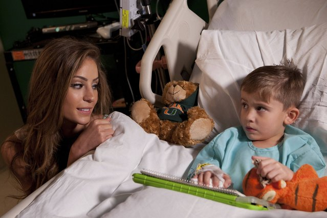 Miss Ecuador Alejandra Argudo visits with a boy at Baptist Children's Hospital during the 63rd annual Miss Universe Pageant in Miami, Florida, in this January 14, 2015 handout photo courtesy of the Miss Universe Organization. Picture taken January 14, 2015. (Photo by Reuters/Miss Universe Organization)