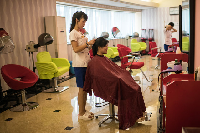 A woman has her hair styled at a women's salon in the Munsu Water Park complex on August 19, 2018 in Pyongyang, North Korea. (Photo by Carl Court/Getty Images)