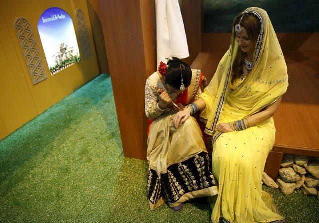 A woman gets her hand painted with henna at the India stand at the FITUR international tourism trade fair in Madrid, Spain, January 20, 2016. (Photo by Andrea Comas/Reuters)