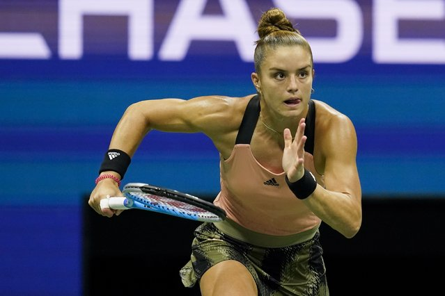 Maria Sakkari, of Greece, chases down a shot from Emma Raducanu, of Great Britain, during the semifinals of the US Open tennis championships, Thursday, September 9, 2021, in New York. (Photo by Elise Amendola/AP Photo)