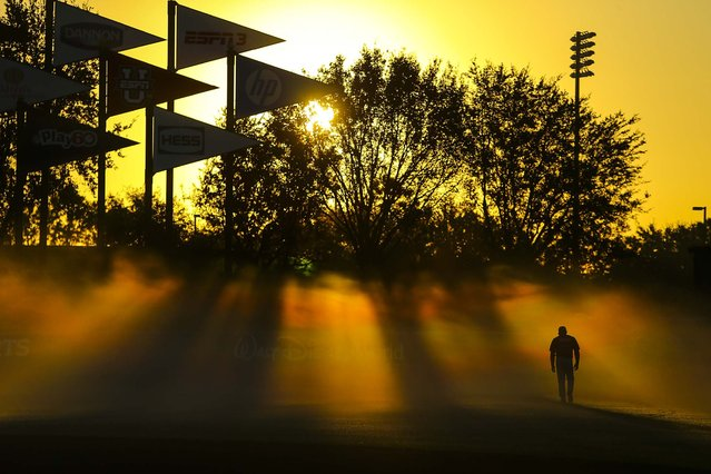 Atlanta Braves hitting coach Gary Ingram walks towards the batting cages early Thursday morning, before a baseball spring training workout in Kissimmee, Fla.  (Photo by Curtis Compton/Atlanta Journal-Constitution)
