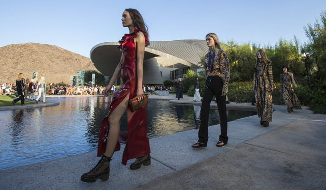 Models present designs from Louis Vuitton's women CRUISE 2016 collection during a fashion show at the estate of entertainer Bob Hope in Palm Springs, California May 6, 2015. (Photo by Mario Anzuoni/Reuters)