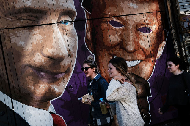 A mural depicting a winking Vladimir Putin taking off his Donald Trump mask is painted on a storefront outside of the Levee bar in Brooklyn on February 25, 2017 in New York City. (Photo by Spencer Platt/Getty Images)