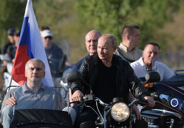 Russian President Vladimir Putin (C) rides a bike before the Babylon's Shadow bike show in Sevastopol, Crimea on August 10, 2019. (Photo by Alexei Druzhinin/Sputnik/AFP Photo)