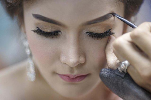 Panassaya Samkhumpim gets makeup done before the competition. (Photo by Athit Perawongmetha/Reuters)