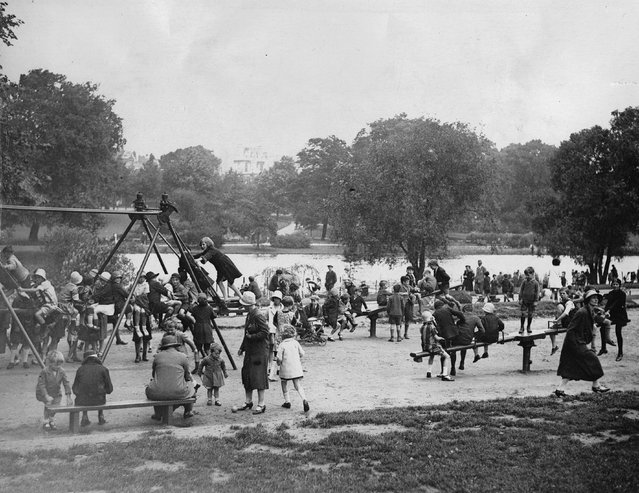 School children play in Hyde Park, London, UK about 1935. (Photo by Austrian Archives/Imagno/Getty Images)