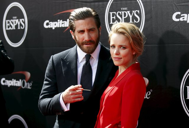 Actor Jake Gyllenhaal (L) and actress Rachel McAdams arrive for the 2015 ESPY Awards in Los Angeles, California July 15, 2015. (Photo by Danny Moloshok/Reuters)