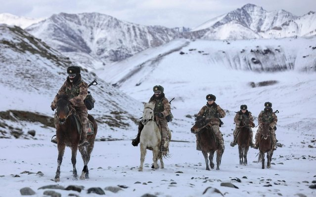 This photo taken on November 21, 2019 shows Chinese People's Liberation Army (PLA) soldiers riding horses as they patrol along the border of Khunjerab Pass in Kashgar in China's western Xinjiang region. (Photo by AFP Photo/China Stringer Network)