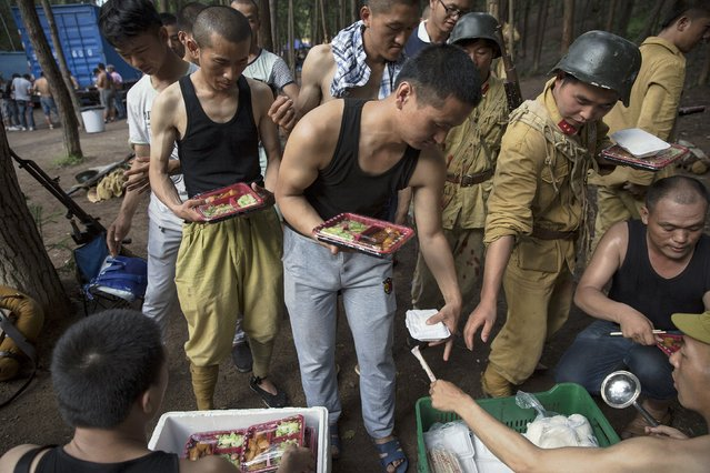 """Lunch is served to actors and crew members on the set of """"The Last Prince"""" television series filmed at Hengdian World Studios in Hengdian July 23, 2015. (Photo by Damir Sagolj/Reuters)"""