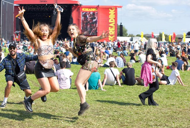 Festival crowd enjoying the weather on Day 1 of Reading Festival on August 25, 2017 in Reading, England. (Photo by Dean Fardell/Barcroft Images)