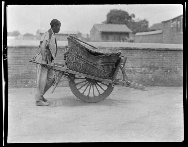Honey Wagon. China, Beijing, 1917-1919. (Photo by Sidney David Gamble)