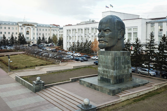 In this photo taken on Tuesday, October 10, 2017, a monument of Vladimir Lenin stands in Ulan-Ude, Russia. (Photo by Anna Ogorodnik/AP Photo)