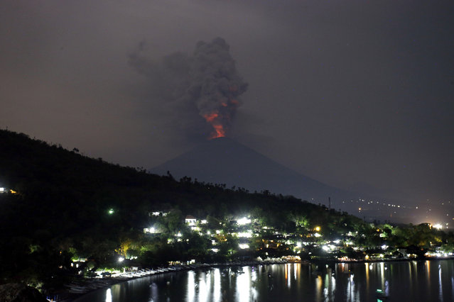 A view of the Mount Agung volcano erupting in Karangasem, Bali, Indonesia, Monday, November 27, 2017. Indonesia authorities raised the alert for the rumbling volcano to highest level on Monday and closed the international airport on the tourist island of Bali stranding thousands of travelers. (Photo by Firdia Lisnawati/AP Photo)