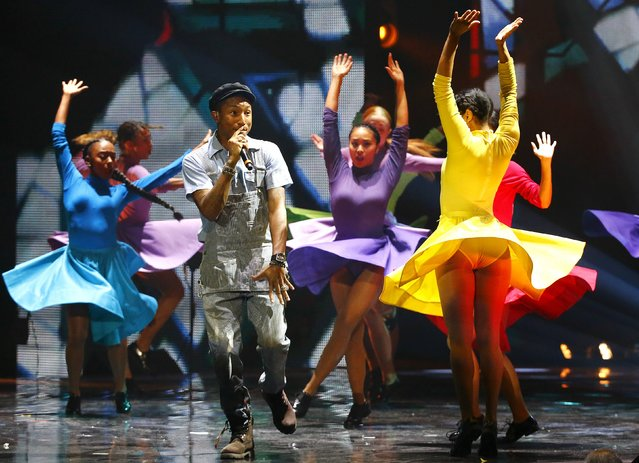 U.S. singer and songwriter Pharrell Williams performs during the MTV EMA awards at the Assago forum in Milan, Italy, October 25, 2015. (Photo by Stefano Rellandini/Reuters)