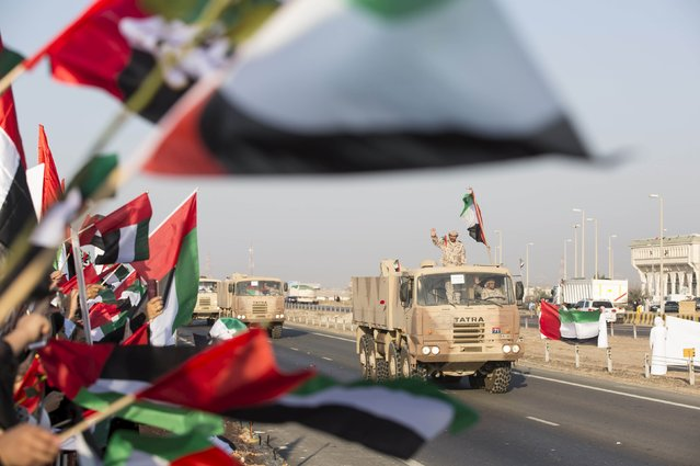 A member of the United Arab Emirates armed forces gestures to the crowd as the first batch of UAE military personnel returns from Yemen in Abu Dhabi, November 7, 2015. (Photo by Reuters/United Arab Emirates News Agency WAM)