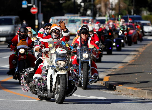 People dressed in Santa Claus costumes ride their motorbikes during Xmas Toy Run parade to rev up the holiday spirit and rally against child abuse, organised by Harley Santa Club, amid the coronavirus disease (COVID-19) outbreak, in Tokyo, Japan on December 20, 2020. (Photo by Issei Kato/Reuters)
