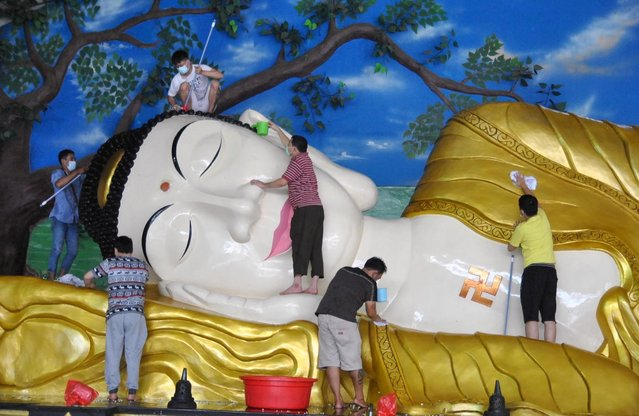 Workers clean a giant Buddha statue at a temple ahead of the Chinese Lunar New Year celebrations, following the coronavirus in Bogor, West Java province, Indonesia on February 7, 2021. (Photo by Arif Firmansyah/Antara Foto via Reuters)