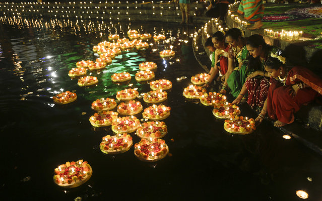 People light lamps at the Banganga pond as they celebrate Dev Diwali festival in Mumbai, India, Thursday, November 22, 2018. (Photo by Rajanish Kakade/AP Photo)