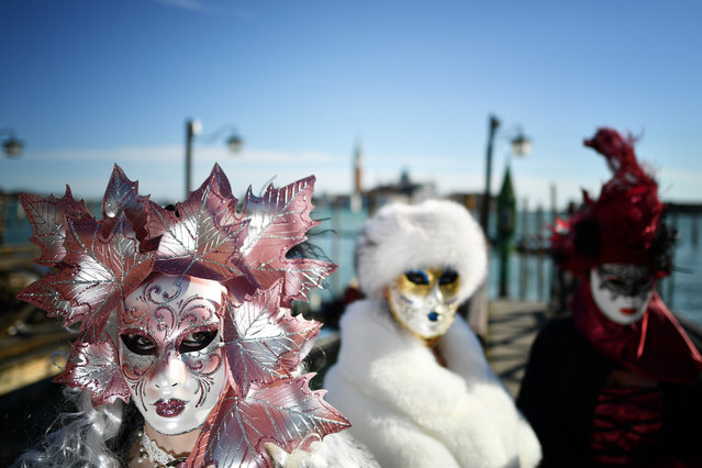 Revellers wearing masks and period costumes take part in the Venice Carnival on February 23, 2019 in Venice, Italy. (Photo by Alberto Pizzoli/AFP Photo)