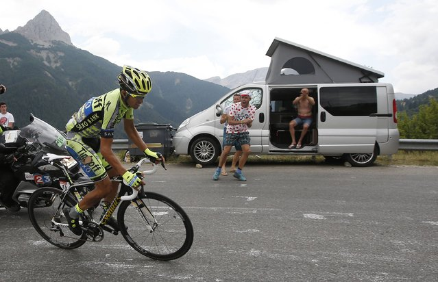 Spectators cheer Tinkoff-Saxo rider Alberto Contador of Spain as he climbs to Pra Loup during the 161-km (100 miles) 17th stage of the 102nd Tour de France cycling race from Digne-les-Bains to Pra Loup in the French Alps mountains, France, July 22, 2015. (Photo by Eric Gaillard/Reuters)