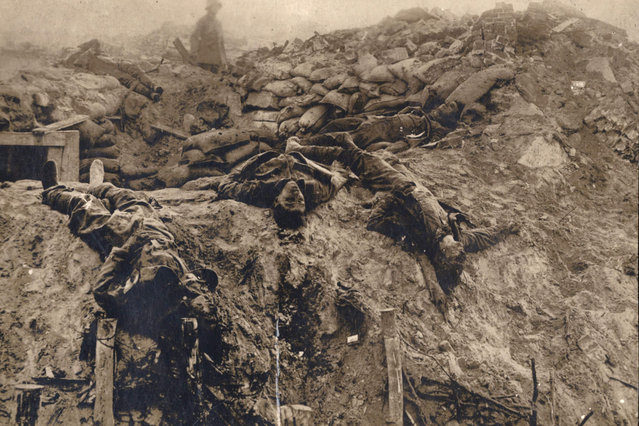 Dead British soldiers are pictured at a machine gun position on the Western Front in this 1918 handout picture. This picture is part of a previously unpublished set of World War One (WWI) images from a private collection. The pictures offer an unusual view of varied and contrasting aspects of the conflict, from high tech artillery to mobile pigeon lofts, and from officers partying in their headquarters to the grim reality of life and death in the trenches. The year 2014 marks the centenary of the start of the war. (Photo by Reuters/Archive of Modern Conflict London)