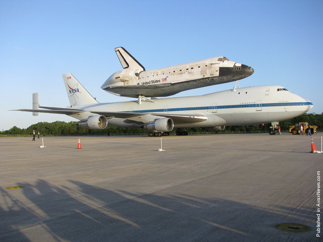 Space shuttle Discovery sits atop NASA's 747 Shuttle Carrier Aircraft (SCA) ready to transport it from Kennedy Space Center to the Washington D.C.