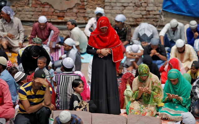 Muslims offer prayers during the last Friday of the holy fasting month of Ramadan, outside Jama Masjid (Grand Mosque) in the old quarters of Delhi, June 23, 2017. (Photo by Cathal McNaughton/Reuters)