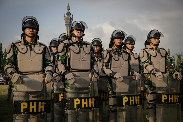 Indonesian military personnel line up during security preparations on July 7, 2014 in Denpasar, Bali, Indonesia. Indonesian military and police personel are making security preparations for the forthcoming presidential election on July 9, 2014. (Photo by Agung Parameswara/Getty Images)