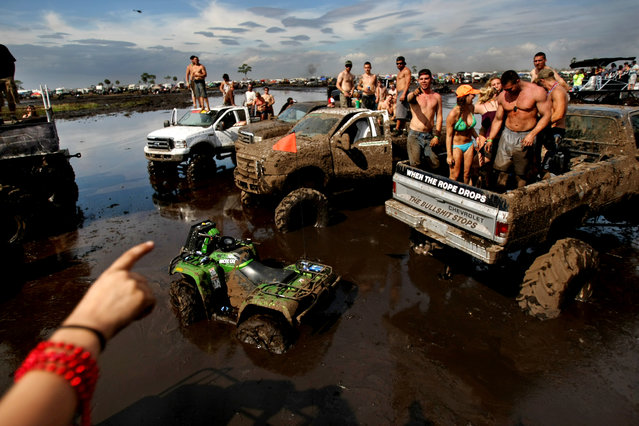 Sam Pastir of Vero points to other mudders. (Photo by Gary Coronado/The Palm Beach Post)