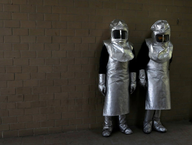 Crematory workers using protective gear are pictured at a crematory in Nezahualcoyotl during the outbreak of the coronavirus disease (COVID-19), on the outskirts of Mexico City, Mexico on May 16, 2020. (Photo by Henry Romero/Reuters)