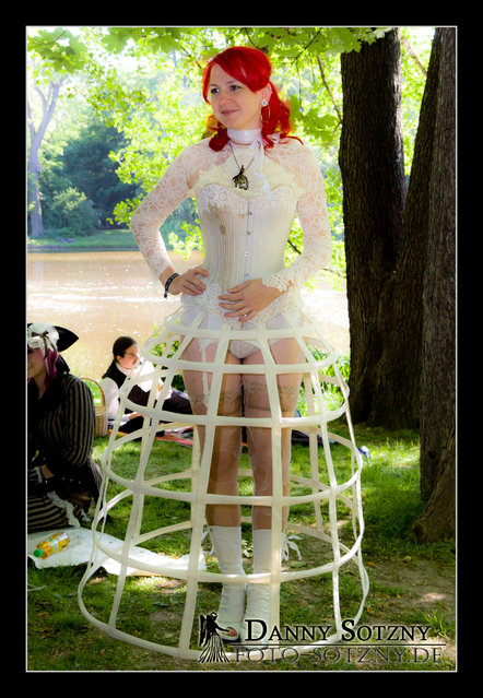 """""""Viktorianisches Picknick @ WGT 2012 im Clara-Zetkin-Park"""". (Danny Sotzny)"""