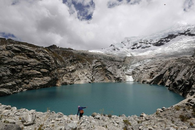 A general view of lake Laguna 513, at more than 13,000 feet above sea level in front of the Hualcan glacier in Huascaran natural reserve in Ancash November 29, 2014. Scientists warn that if a giant chunk of ice from the Hualcan glacier breaks off it could trigger a tsunami-like wave in Laguna 513 and send a lethal torrent of water cascading down the valley. (Photo by Mariana Bazo/Reuters)