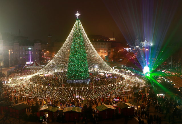 General view shows a Christmas tree at the Sofiyska square in central Kyiv, Ukraine on December 20, 2020. (Photo by Valentyn Ogirenko/Reuters)