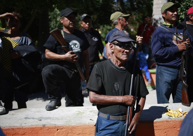 Members of the Community Police of the FUSDEG (United Front for the Security and Development of the State of Guerrero) stand in the downtown of Petaquillas, on the outskirts of Chilpancingo, in the Mexican state of Guerrero, February 1, 2015. (Photo by Jorge Dan Lopez/Reuters)