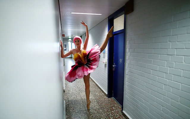 """A dancers attends the final rehearsa for the new """"VIVID Grand Show"""" at Friedrichstadt-Palast in Berlin, Germany, September 26, 2018. (Photo by Hannibal Hanschke/Reuters)"""