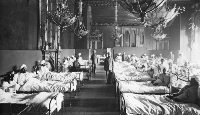 Injured Indian soldiers of the British Army at the Brighton Pavilion, converted into a military hospital, circa 1915. (Photo by Hulton Archive/Getty Images)