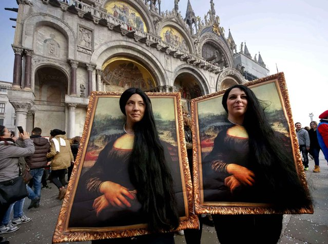 "Two carnival revellers masquerade as Leonardo da Vinci's painting ""Mona Lisa"" pose in St. Mark's Square in Venice, Italy, Sunday, January 31, 2016. Carnival-goers in Venice are being asked by police to momentarily lift their masks as part of new anti-terrorism measures for the annual festivities. (Photo by Domenico Stinellis/AP Photo)"