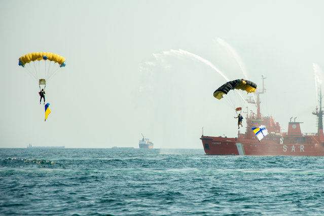 Ukrainian paratroopers take part in Independence Day celebrations in the Black Sea port of Odessa, Ukraine on August 24, 2021. (Photo by Mykhaylo Shtekel/Radio Free Europe/Radio Liberty)